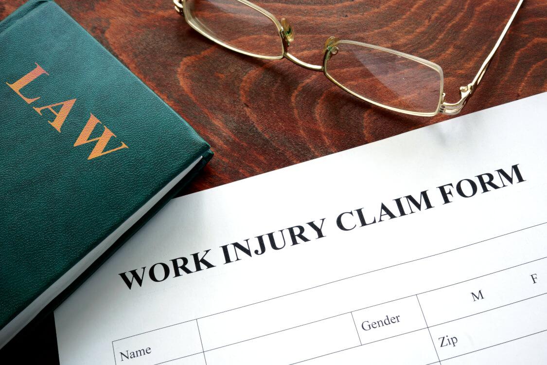 労災には法律の知識も必須