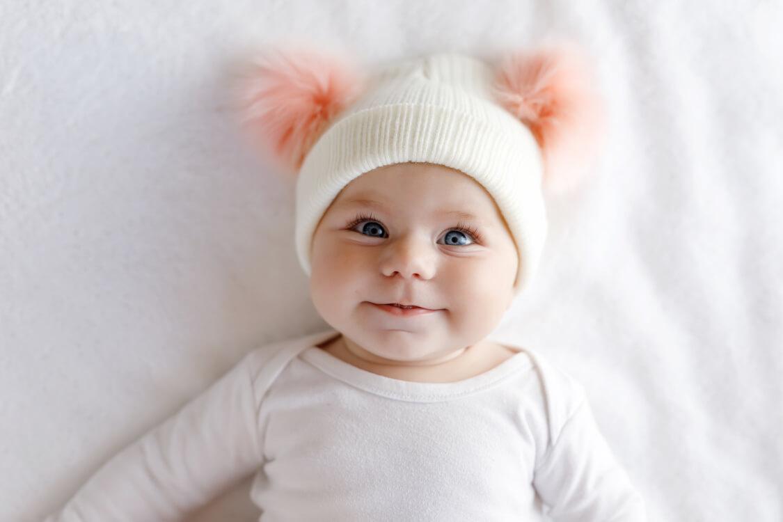 天真爛漫な赤ちゃんの笑顔