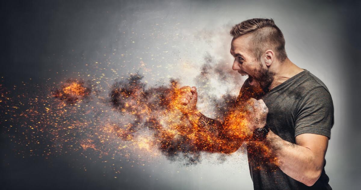 烈火の如く怒る男性