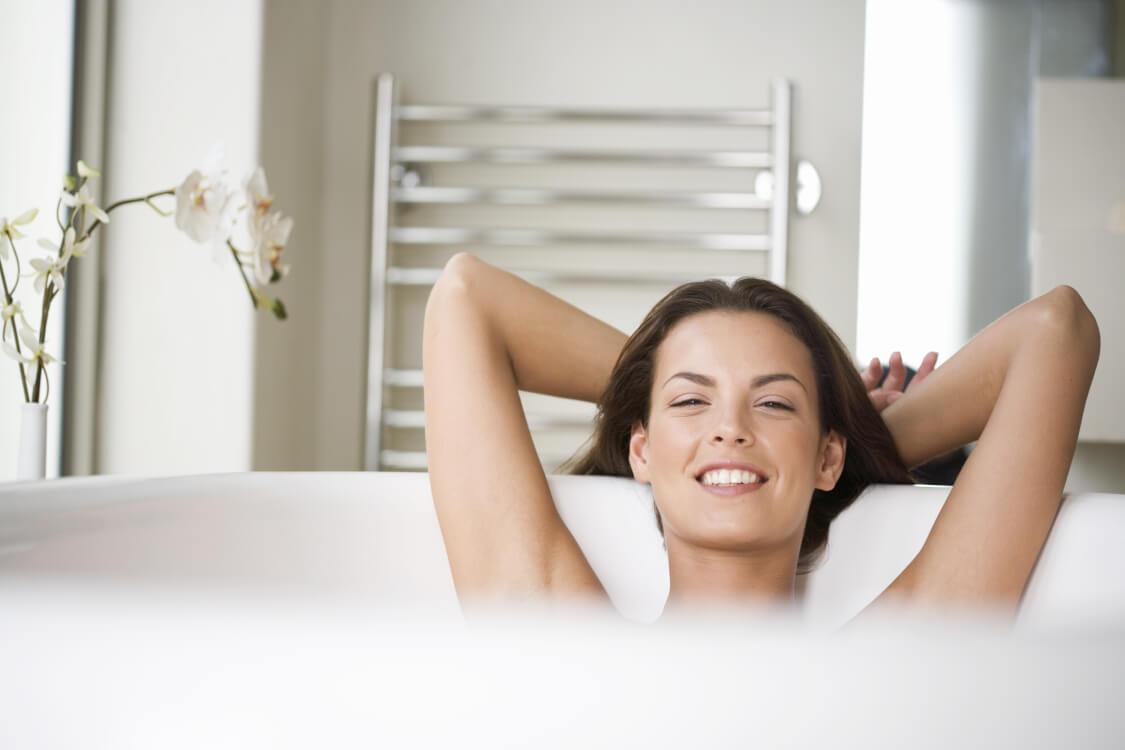 垢も身の内なお風呂を取る女性