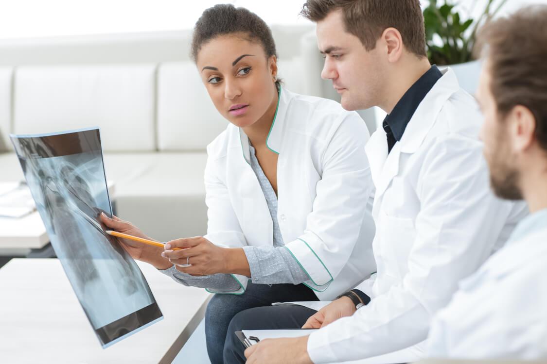 セカンドオピニオンとは担当医とは別に他の医師から聞いた意見の事を言います。