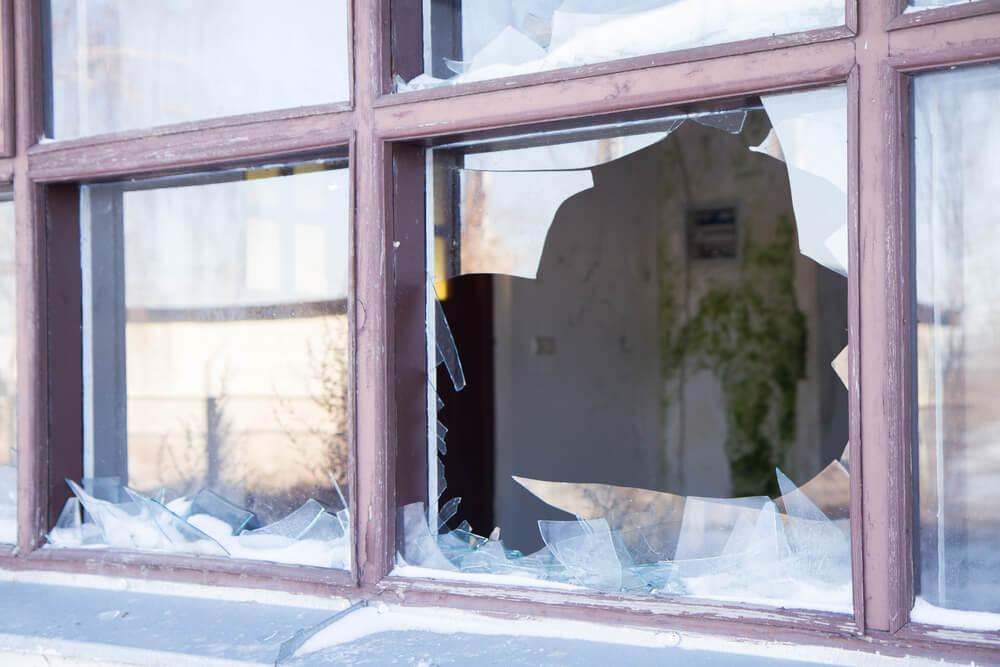 毀損した窓