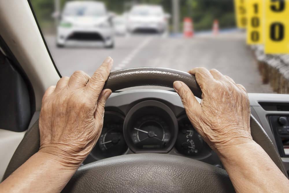 高齢者ドライバーの目線