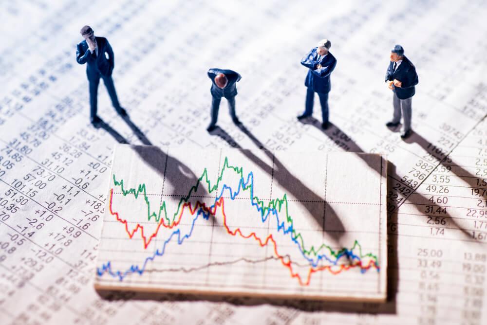 株情報を見る人たち