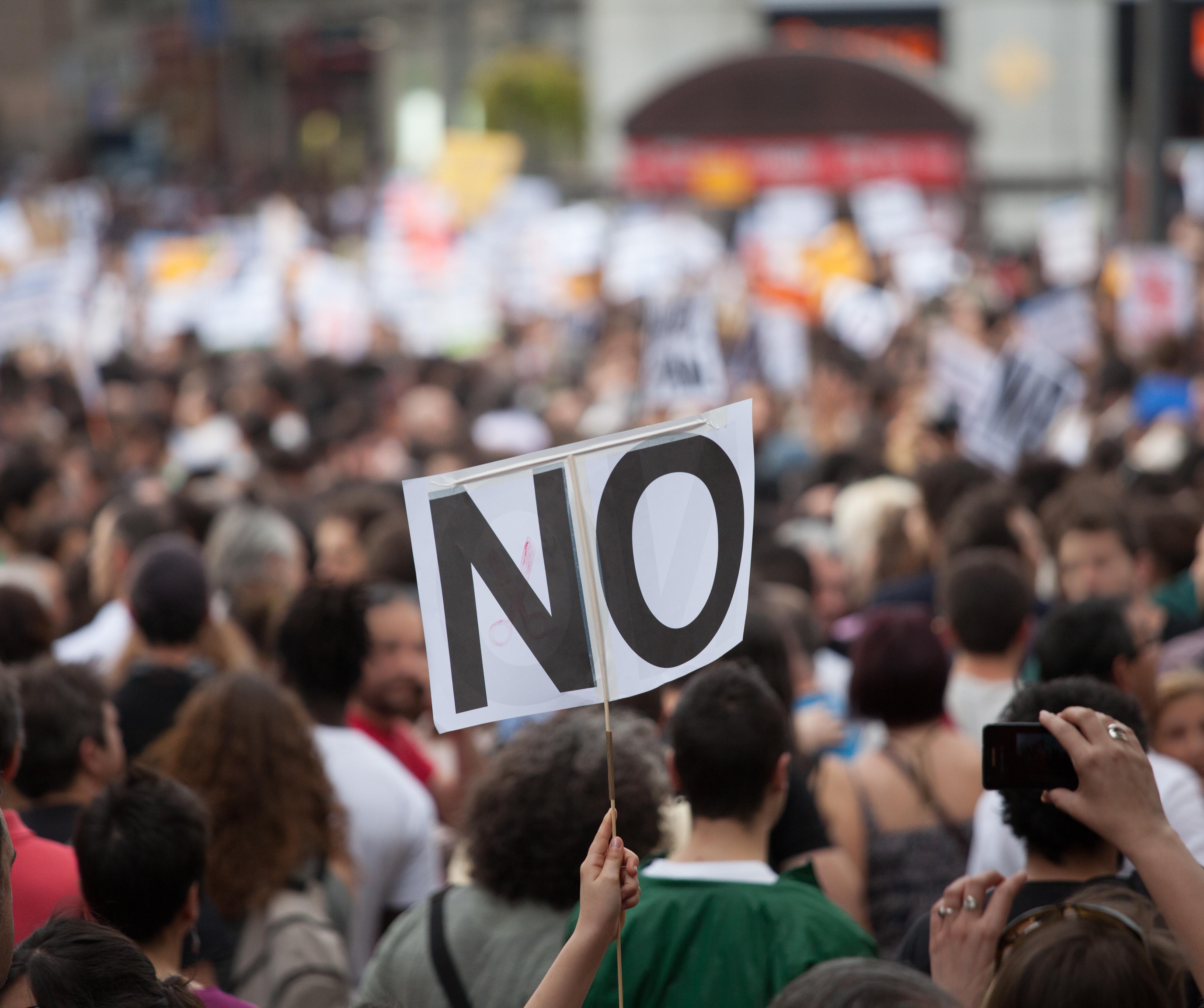 逃亡犯条例改正に反対する人たち