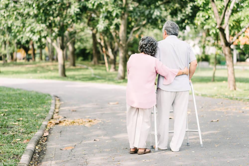 老老介護で生活する夫婦