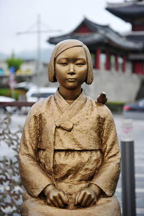 慰安婦問題を象徴する少女像