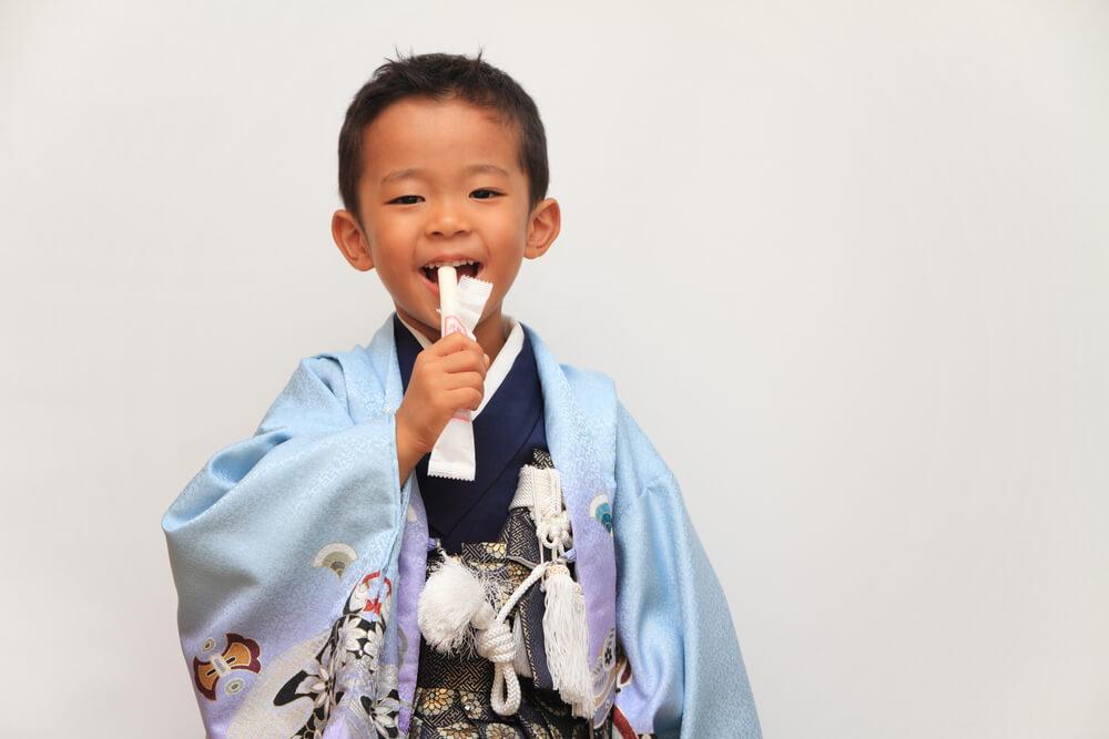 袴着の儀で初めて袴を着る子