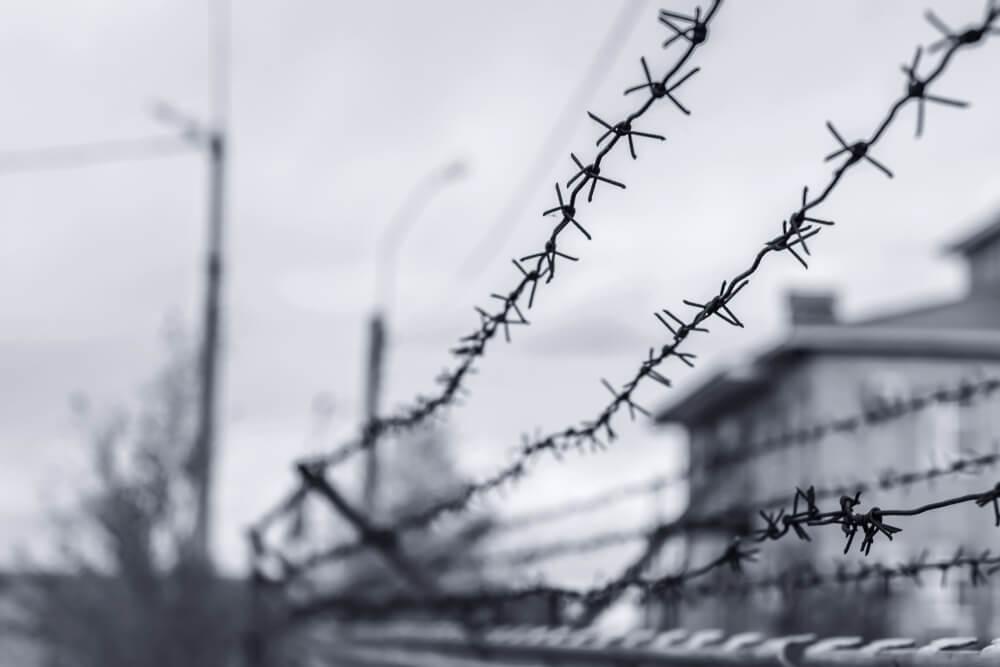 拘留所の鉄線