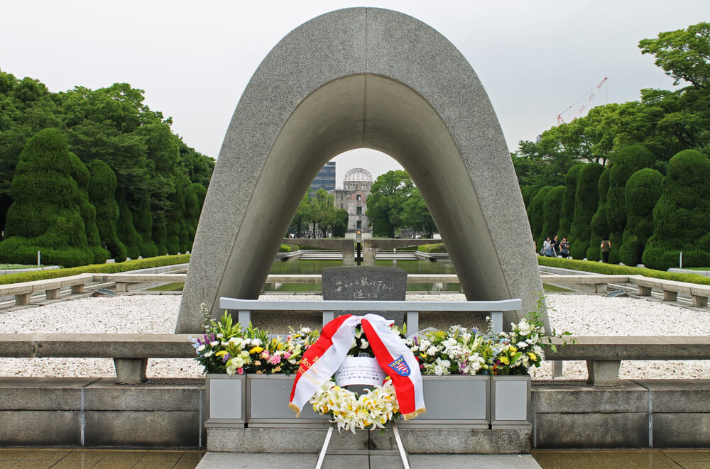 終戦記念日の原爆死没者慰霊碑