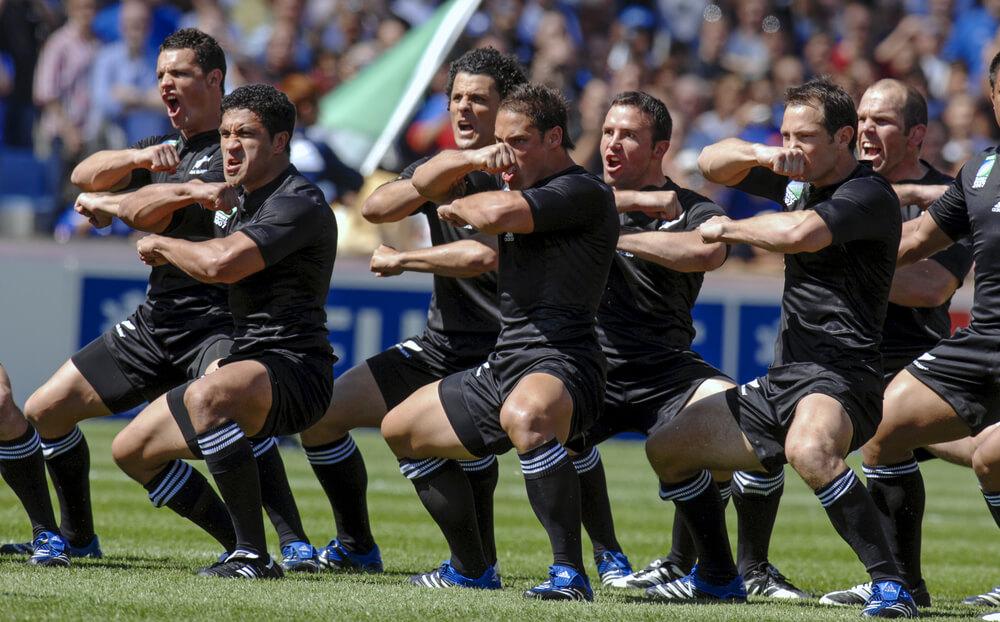 ハカを踊る選手たち