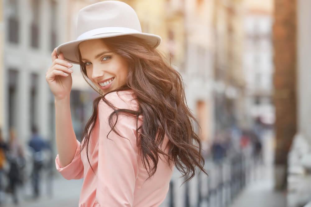 ファッションを楽しむ女性