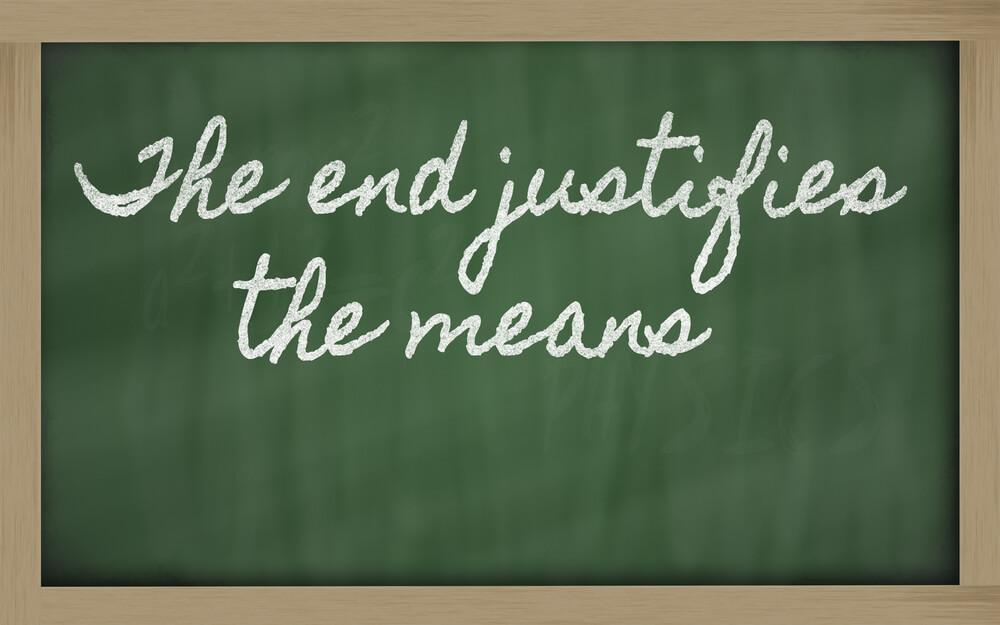 嘘も方便を英語で黒板に書く