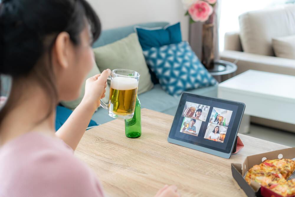 オンライン飲み会を開催する