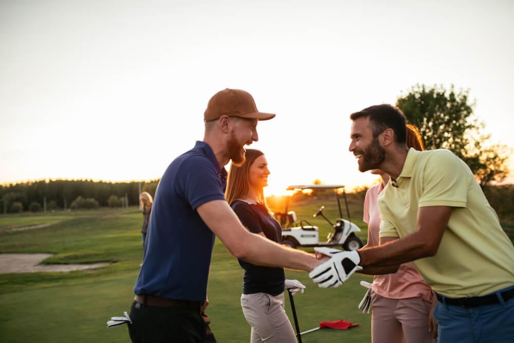 接待プレイでゴルフを行う