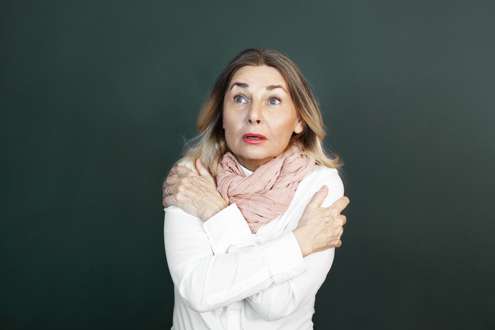 恐怖でイモを引いてしまう女性