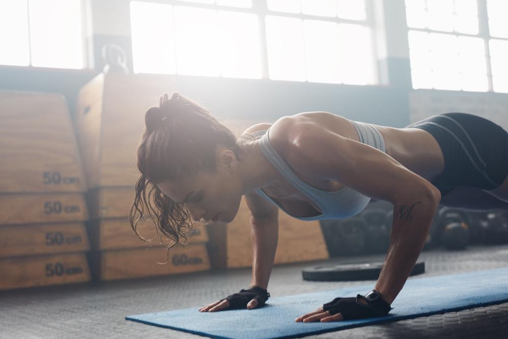 ストイックに身体を鍛える女性