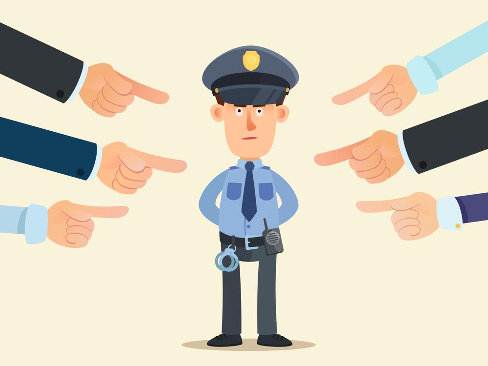 職権濫用をする警察官の男性