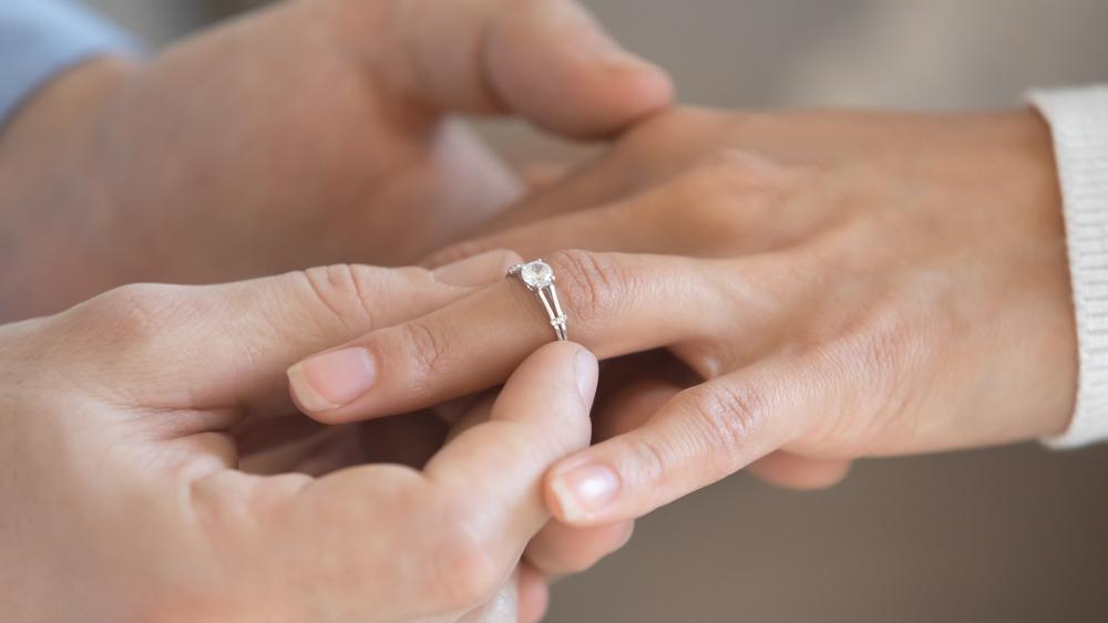 納采の儀で結婚指輪を交換する