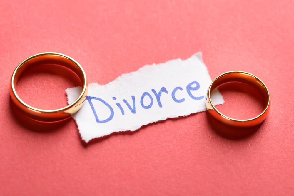 三行半をつきつけられて離婚せざるを得なくなる