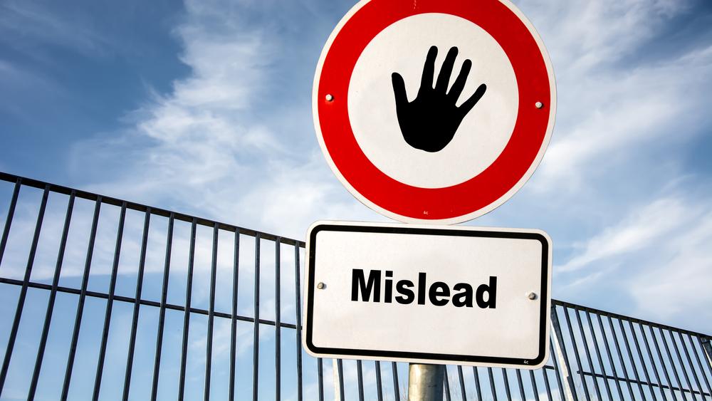 間違った道にミスリードすることを防ぐ看板