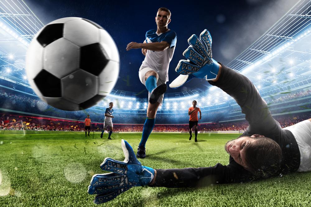 サッカーでハットトリックを決める。