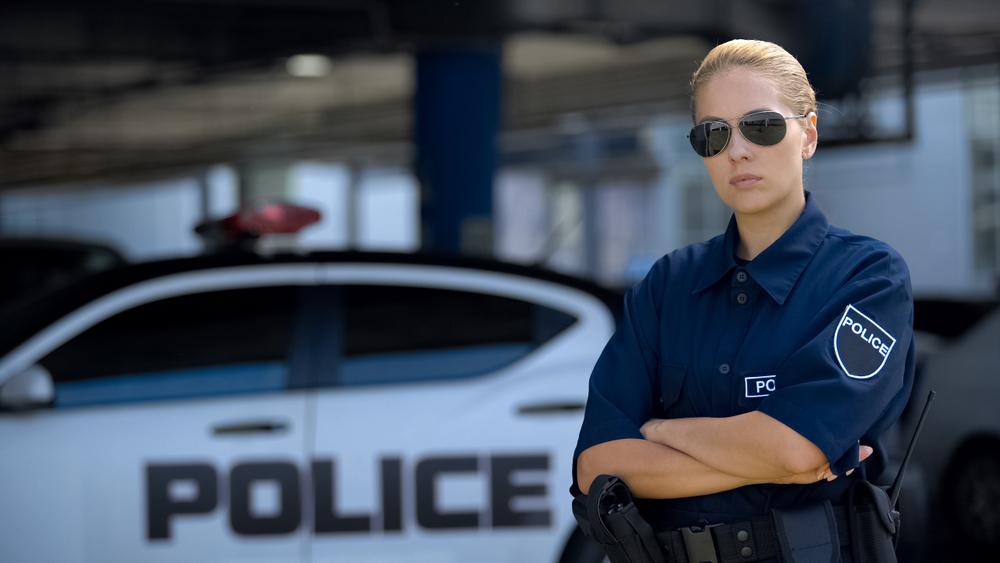 赤ポリ(女性警察官)。