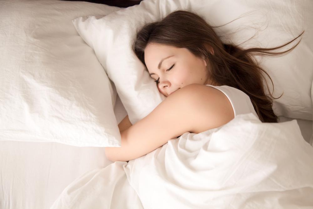 果報は寝て待てという言葉のように、気長に寝て待つ様子。